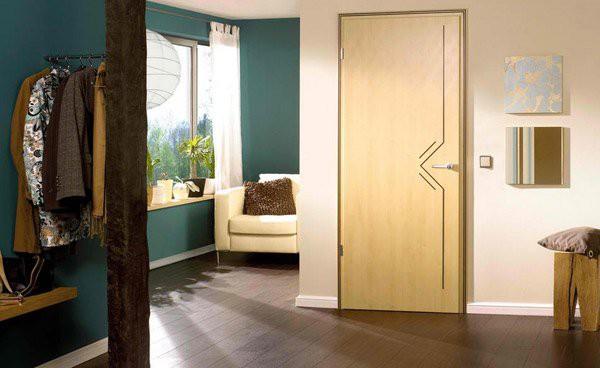 10. Cửa gỗ phẳng với thiết kế đường line thanh lịch tạo điểm nhấn sang trọng và ấn tượng cho không gian được decor đơn giản.