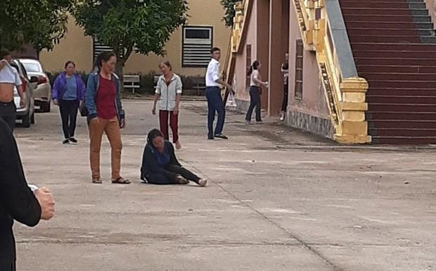 Vợ chạy theo xe trại giam, ngã quỵ trước sân toà án khi biết chồng bị tử hình vì ma tuý - Ảnh 2.