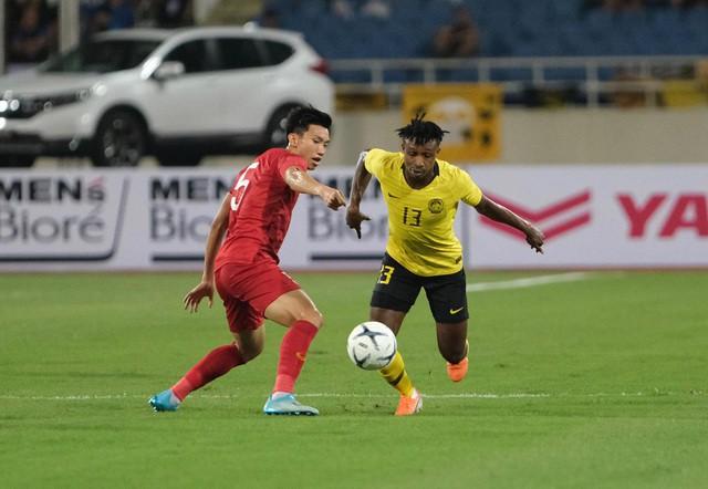 Việt Nam 1-0 Malaysia: Quang Hải ghi bàn đẳng cấp - Ảnh 1.