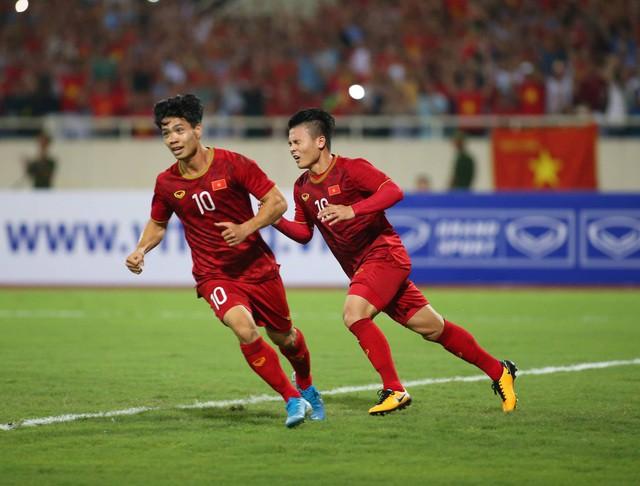 Việt Nam 1-0 Malaysia: Quang Hải ghi bàn đẳng cấp - Ảnh 12.