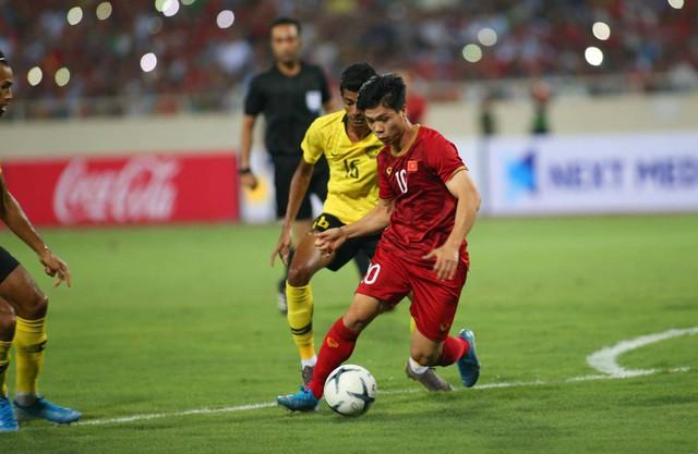 Việt Nam 1-0 Malaysia: Quang Hải ghi bàn đẳng cấp - Ảnh 14.