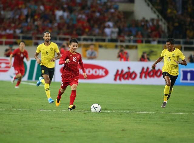 Việt Nam 1-0 Malaysia: Quang Hải ghi bàn đẳng cấp - Ảnh 15.