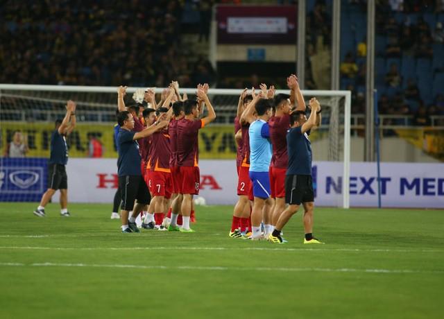 Việt Nam 1-0 Malaysia: Quang Hải ghi bàn đẳng cấp - Ảnh 27.