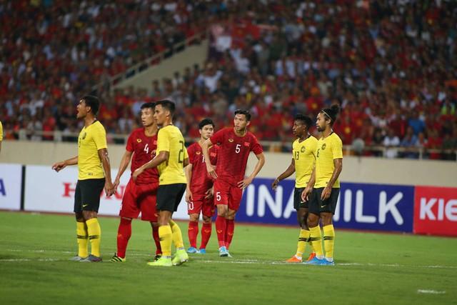 Việt Nam 1-0 Malaysia: Quang Hải ghi bàn đẳng cấp - Ảnh 6.
