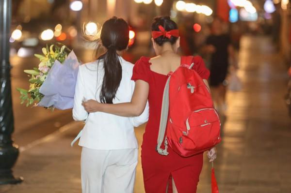 Hình ảnh ăn mừng Việt Nam chiến thắng đầy phấn khởi của mẹ con nghệ sĩ Chiều Xuân - Ảnh 4.