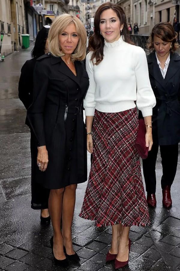 Lấy chồng trẻ tuổi quyền lực, đệ nhất phu nhân Tổng thống Pháp quyết chơi lớn đầu tư nhan sắc nhưng vẫn bị dìm hàng - Ảnh 2.