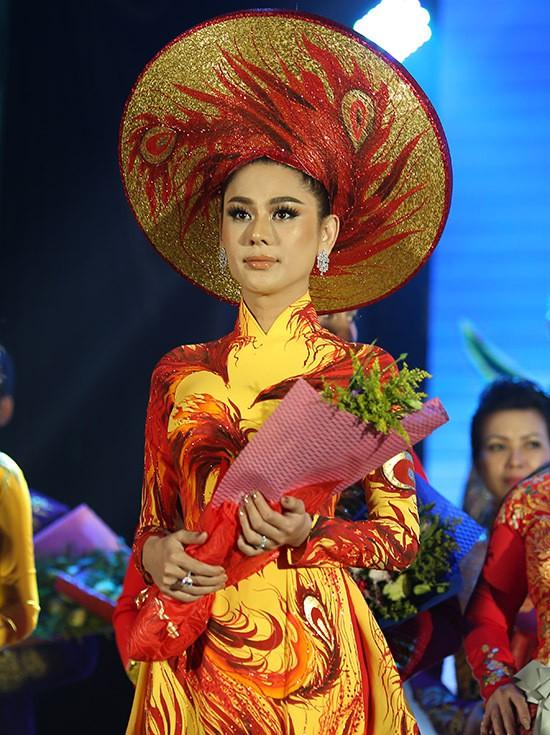 Lâm Khánh Chi thay 3 trang phục trong sự kiện - Ảnh 2.