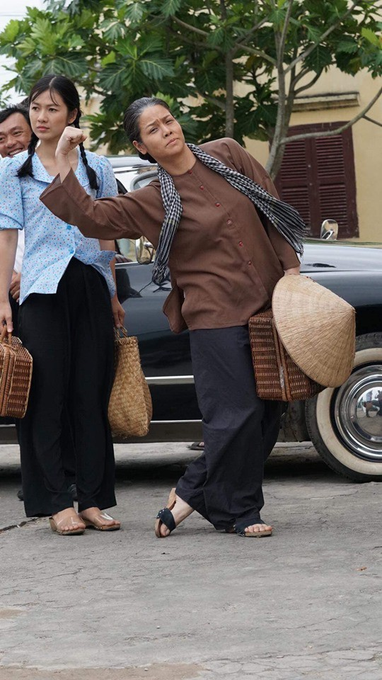 Tiếng sét trong mưa: Thị Bình - Nhật Kim Anh nhí nhố khiến không ai nhận ra đây là nữ hoàng nước mắt  - Ảnh 3.