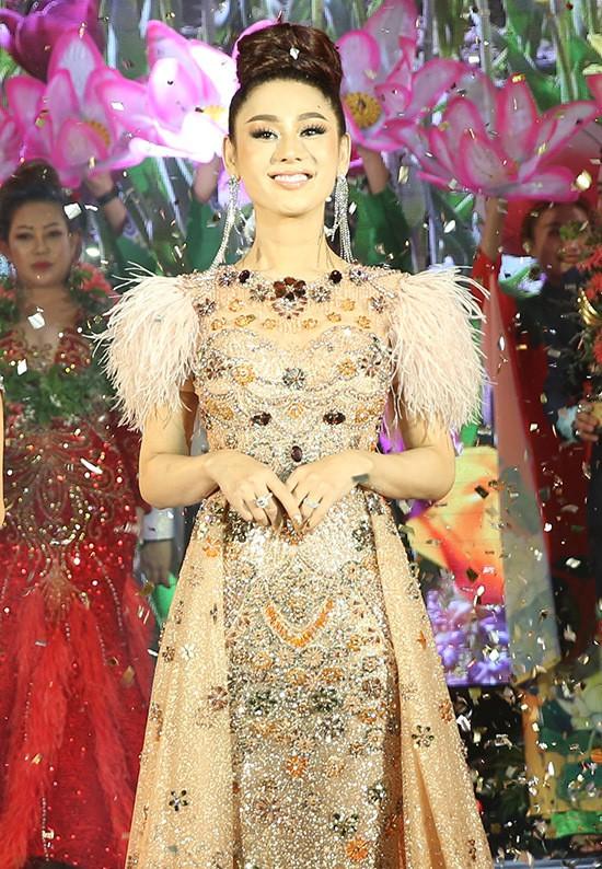 Lâm Khánh Chi thay 3 trang phục trong sự kiện - Ảnh 4.