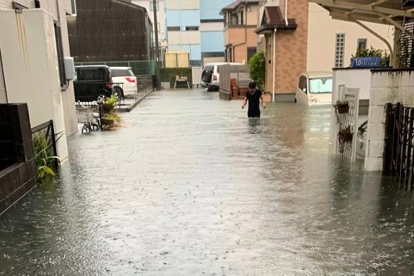 Hình ảnh tang thương của Nhật Bản khi siêu bão châu Á - siêu bão mạnh nhất thế kỷ chưa vào đất liền nhưng đã ảnh hưởng nặng nề - Ảnh 3.