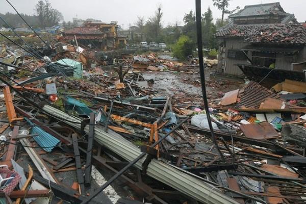 Hình ảnh tang thương của Nhật Bản khi siêu bão châu Á - siêu bão mạnh nhất thế kỷ chưa vào đất liền nhưng đã ảnh hưởng nặng nề - Ảnh 5.
