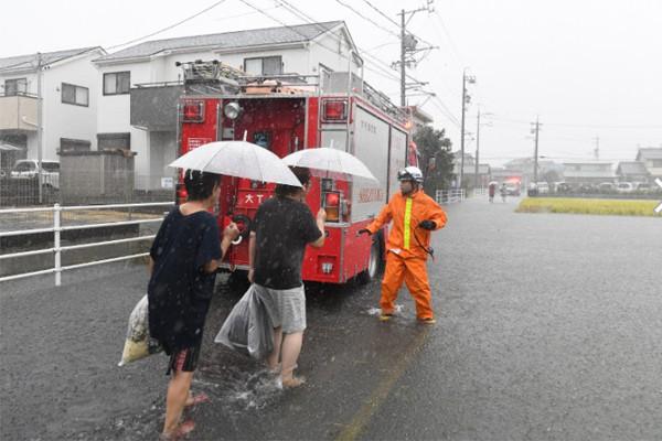 Hình ảnh tang thương của Nhật Bản khi siêu bão châu Á - siêu bão mạnh nhất thế kỷ chưa vào đất liền nhưng đã ảnh hưởng nặng nề - Ảnh 10.