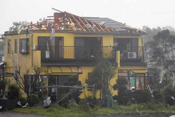 Hình ảnh tang thương của Nhật Bản khi siêu bão châu Á - siêu bão mạnh nhất thế kỷ chưa vào đất liền nhưng đã ảnh hưởng nặng nề - Ảnh 7.
