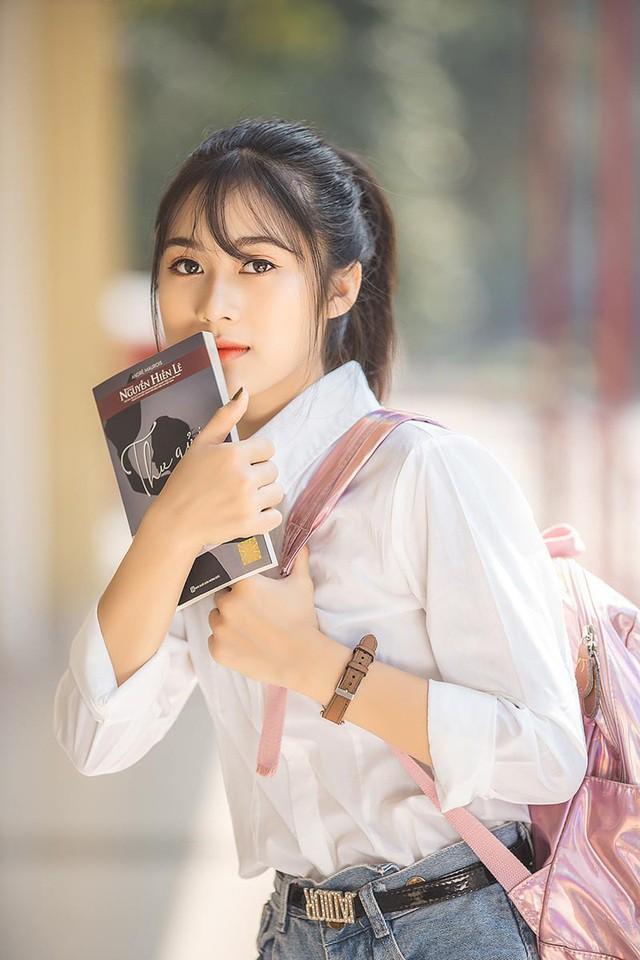 """Cô gái bỗng """"nổi như cồn"""" với bức ảnh mặc đồng phục ĐH Bách khoa  - Ảnh 3."""