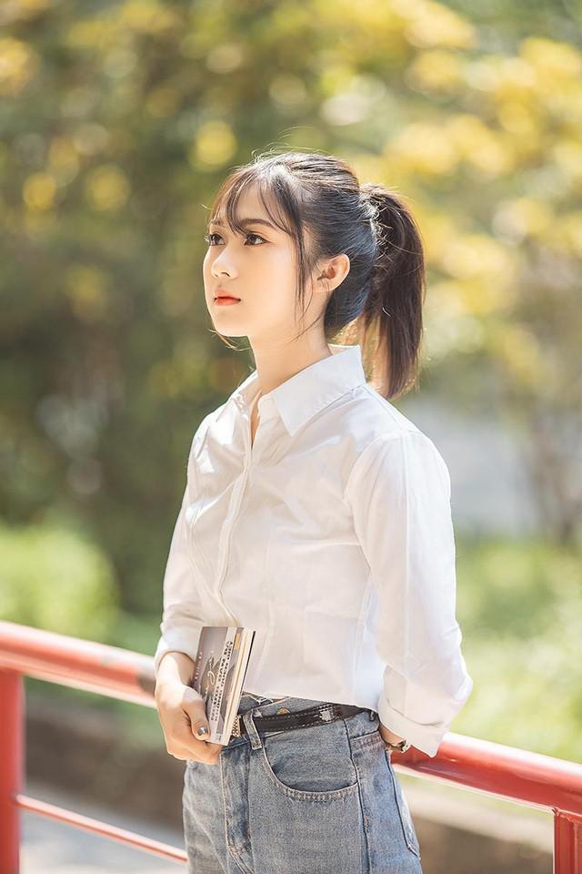 """Cô gái bỗng """"nổi như cồn"""" với bức ảnh mặc đồng phục ĐH Bách khoa  - Ảnh 6."""