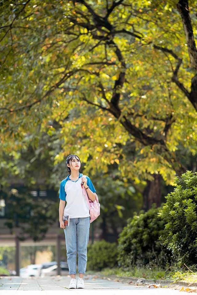 """Cô gái bỗng """"nổi như cồn"""" với bức ảnh mặc đồng phục ĐH Bách khoa  - Ảnh 8."""