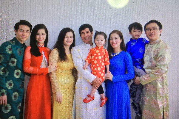 Mối quan hệ bố mẹ - em chồng của Đông Nhi trong gia đình Ông Cao Thắng ra sao? - Ảnh 2.