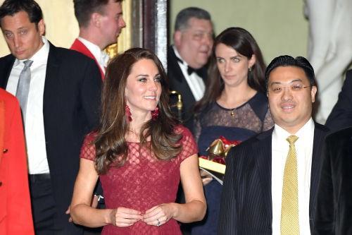 Công nương Kate gây tranh cãi khi đột ngột sa thải nữ trợ lý thân cận 7 năm, nghi ngờ có liên quan đến em dâu Meghan  - Ảnh 1.