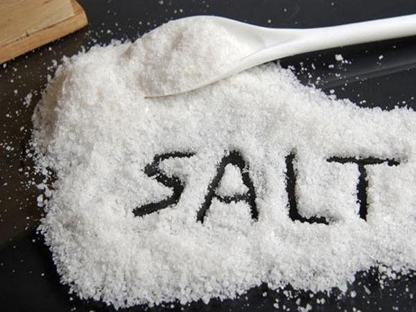 '. Một nắm muối gây ra 9 loại bệnh và 5 cách ăn muối tốt cho sức khỏe .'