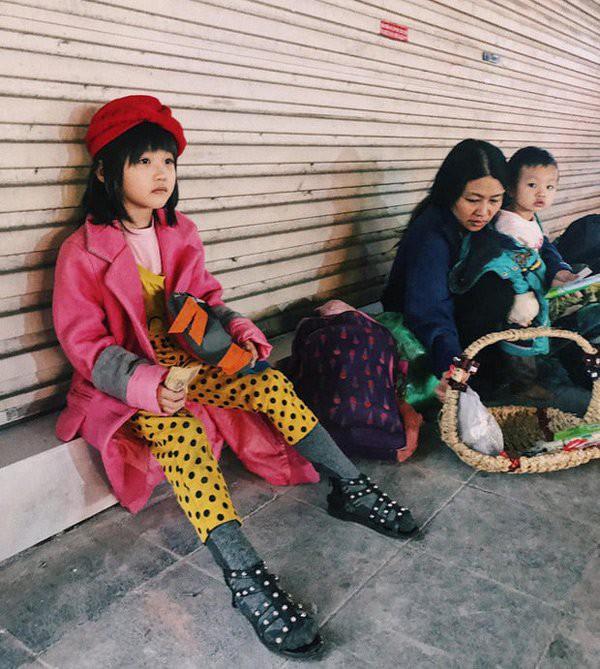 Bé gái 6 tuổi ngủ vỉa hè từng gây bão vì phối đồ chất như fashionista bây giờ ra sao? - Ảnh 1.