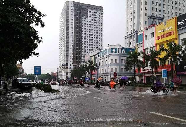 Chùm ảnh trận lụt lịch sử tại TP Vinh - Ảnh 5.