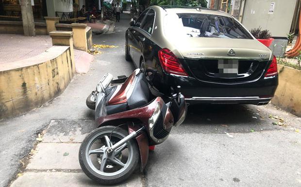 Mâu thuẫn khi tham gia giao thông, tài xế xe Mercedes Maybach đánh người đàn ông đi SH - Ảnh 1.