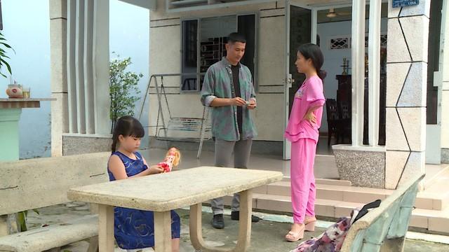 Huy Khánh trở thành bảo mẫu bất đắc dĩ trong Nuôi nhầm sao nhí - Ảnh 1.