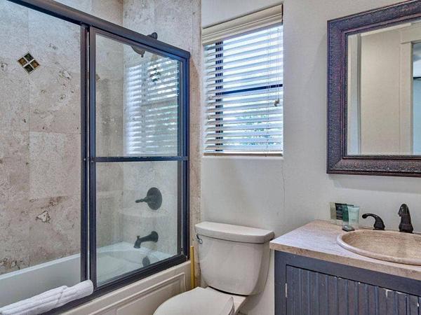 Hồng Ngọc hé lộ không gian bên trong biệt thự bên bờ biển rộng gần 1000 m2 có tận 6 phòng tắm khiến ai nấy đều phải xuýt xoa - Ảnh 15.