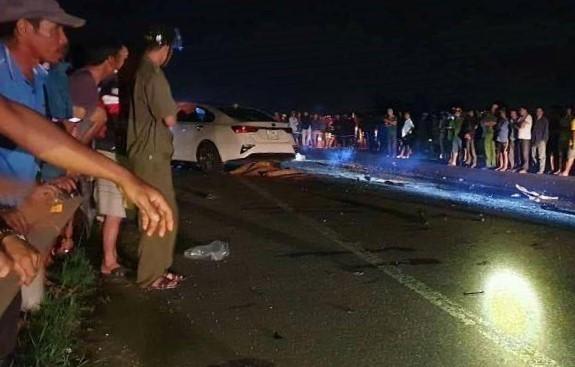 3 người cùng gia đình tử vong sau cú tông trực diện ôtô - Ảnh 1.