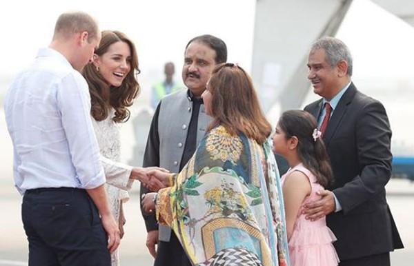 Đã lâu rồi Hoàng tử William mới cười rạng rỡ và nắm tay vợ ngọt ngào như thế này - Ảnh 3.