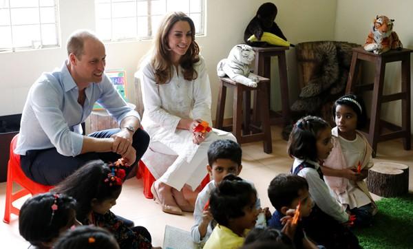 Đã lâu rồi Hoàng tử William mới cười rạng rỡ và nắm tay vợ ngọt ngào như thế này - Ảnh 8.