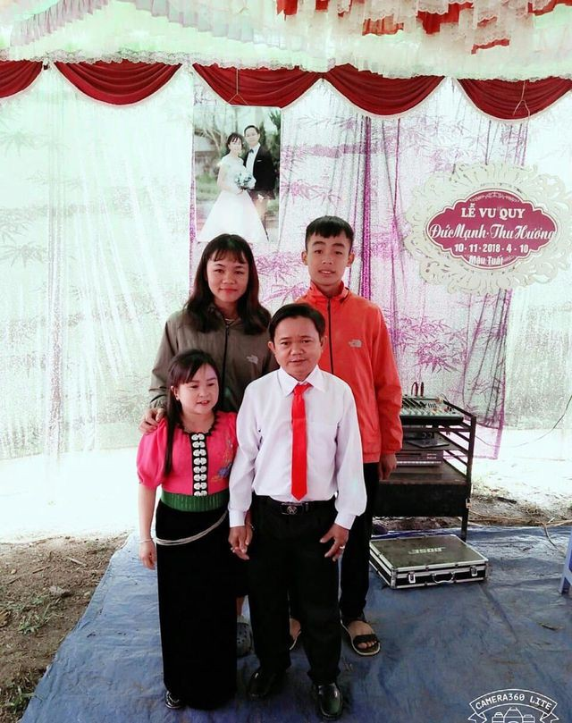 Niềm vui vỡ òa trước cửa phòng sinh của cặp vợ chồng tí hon ở Phú Thọ - Ảnh 1.