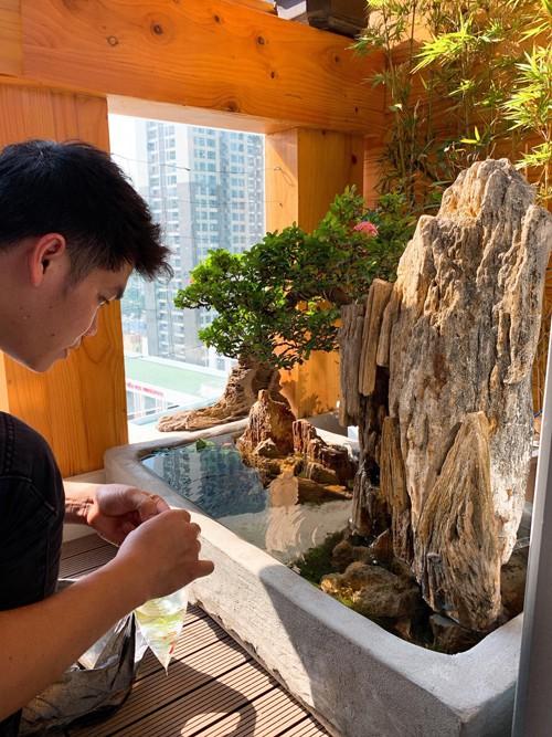 Ông xã Lê Phương tự làm bể cá xinh xắn đặt trong nhà cho hai con - Ảnh 3.