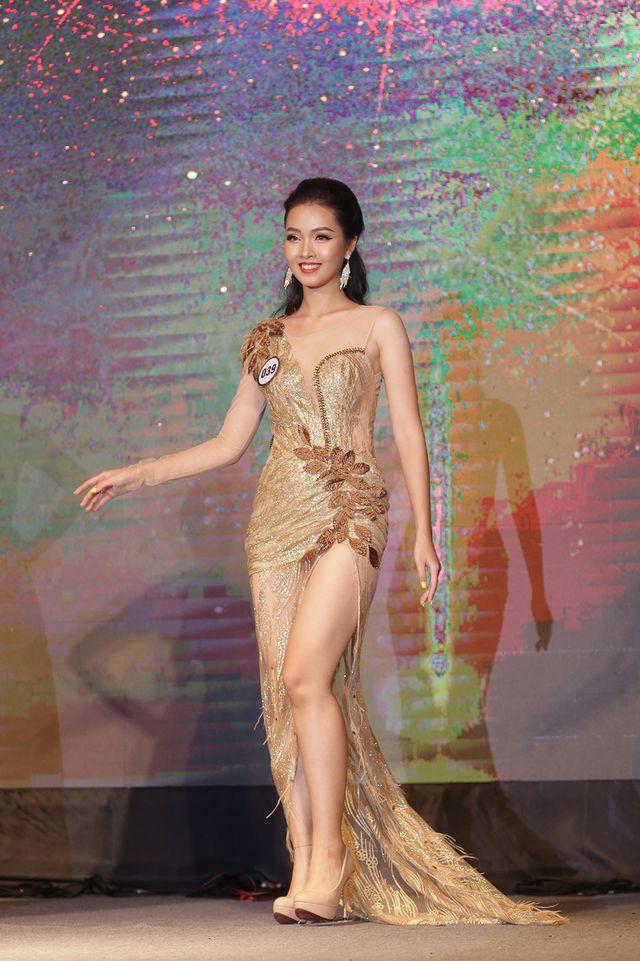 Nữ sinh năm thứ nhất đăng quang Hoa khôi ĐH Hà Nội 2019  - Ảnh 6.