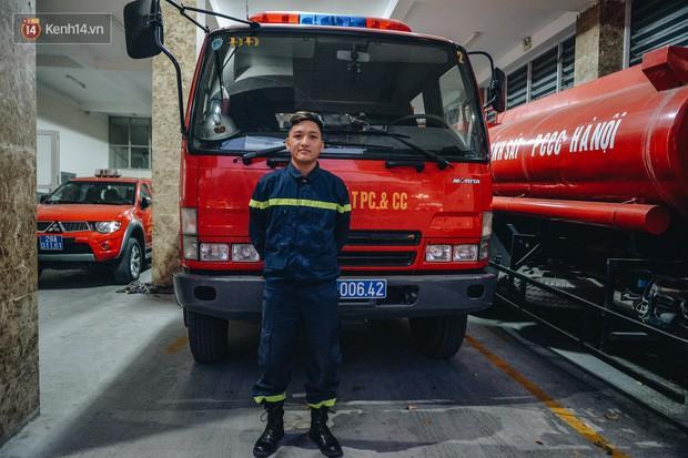 Chiến sĩ PCCC lao vào đám cháy cứu nam thanh niên 17 tuổi: Tôi không phải người hùng, vì mình tôi không thể cứu sống em ấy - Ảnh 6.