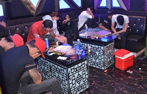 68 người dương tính với ma túy trong quán karaoke  - Ảnh 1.