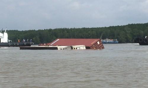 150 tấn dầu chìm cùng tàu container ở Cần Giờ  - Ảnh 4.