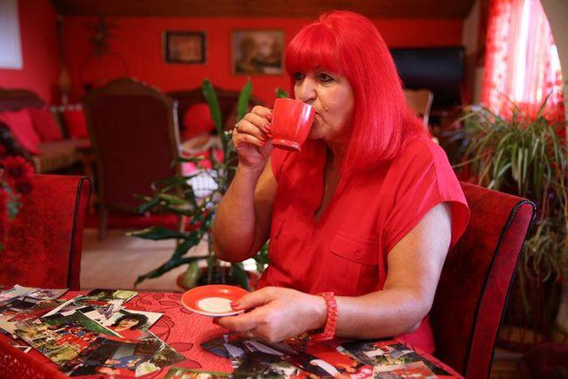 Mục sở thị căn phòng nóng nhức mắt của quý bà U70 mê màu đỏ  - Ảnh 6.