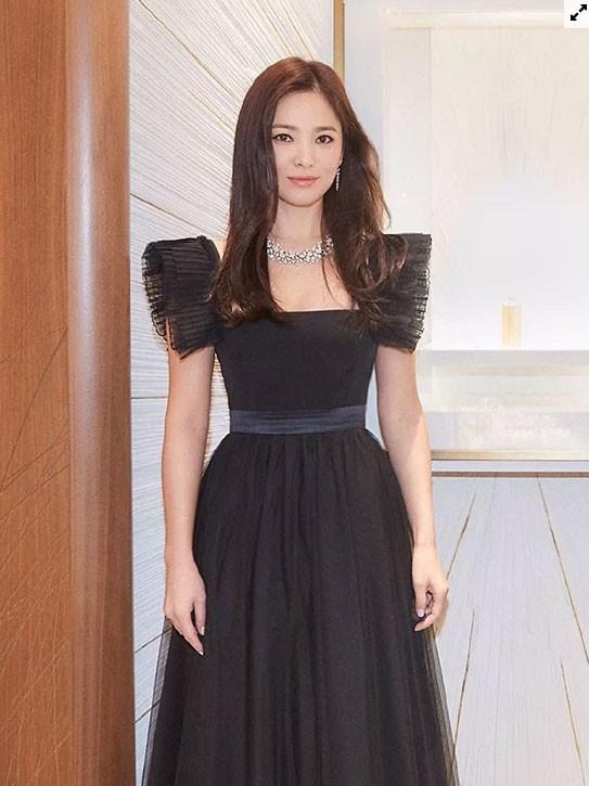 Song Hye Kyo hóa thiên nga đen - Ảnh 3.