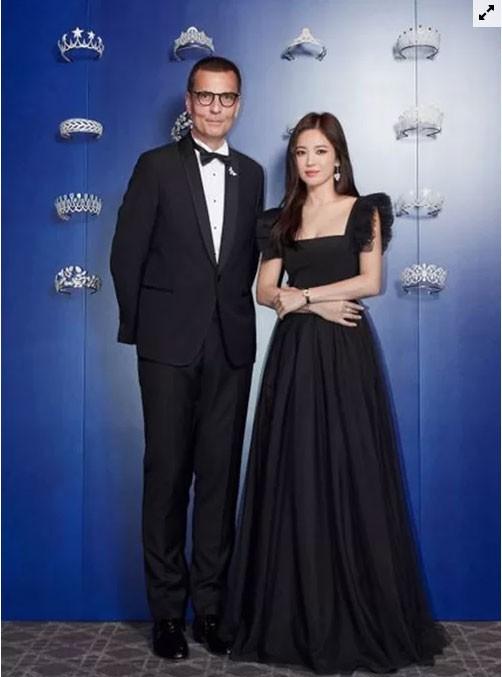 Song Hye Kyo hóa thiên nga đen - Ảnh 6.