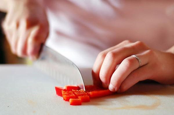 Khi bị phồng rộp lưỡi do ăn ớt đừng vội uống nước, đây là cách giúp bạn giảm cay nhanh và hiệu quả - Ảnh 3.