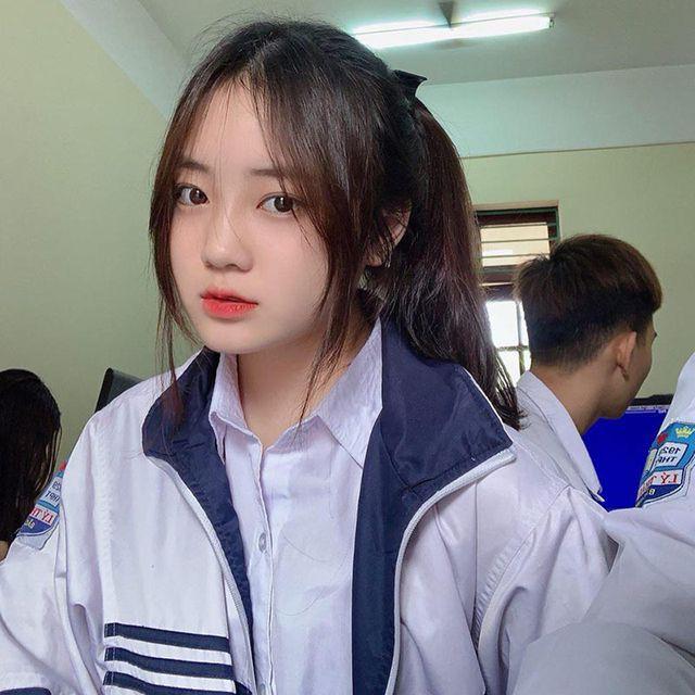 Nữ sinh Bắc Ninh mặc đồng phục hút ánh nhìn vì nhan sắc khả ái - Ảnh 1.