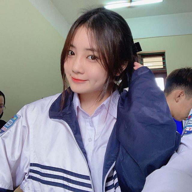 Nữ sinh Bắc Ninh mặc đồng phục hút ánh nhìn vì nhan sắc khả ái - Ảnh 2.