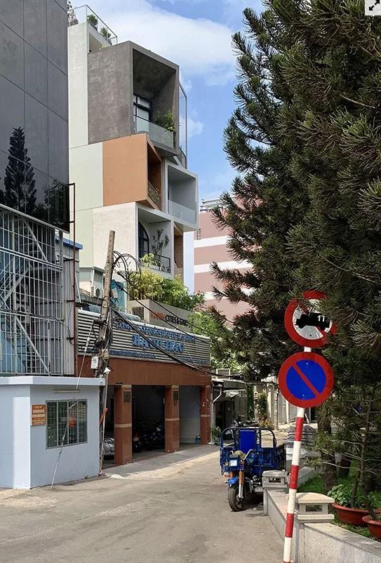 Nhà Sài Gòn lên mỗi tầng như đi du lịch nước khác  - Ảnh 1.