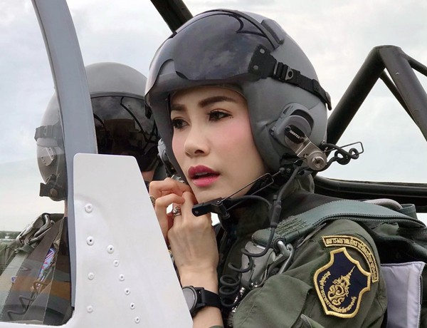 Đây chính là lý do Quốc vương Thái Lan quyết định phế truất tước vị Hoàng quý phi của vợ trẻ - Ảnh 3.