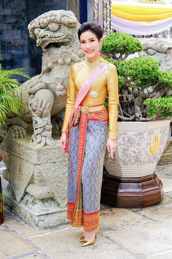 Đây chính là lý do Quốc vương Thái Lan quyết định phế truất tước vị Hoàng quý phi của vợ trẻ - Ảnh 5.