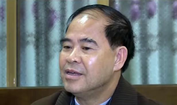 Cựu hiệu trưởng dâm ô nhiều nam sinh ở Phú Thọ bị truy tố 2 tội danh - Ảnh 1.