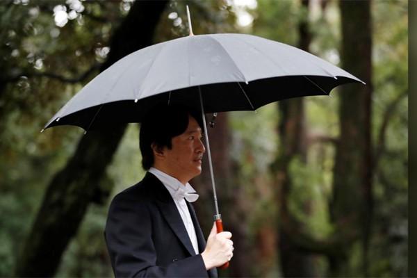 Hé lộ hình ảnh mới nhất của Nhật hoàng và vợ con trước lễ đăng cơ tại đền thiêng - Ảnh 9.