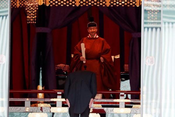 Biểu cảm trang nghiêm đầy xúc cảm của vợ chồng Nhật hoàng trong lễ đăng cơ ngày 22/10 - Ảnh 6.