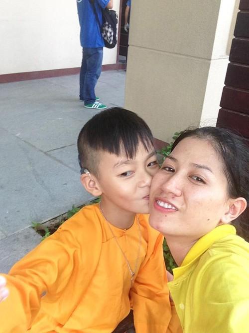 Hành trình Trang Trần 10 năm làm mẹ cậu bé khuyết tật - Ảnh 3.